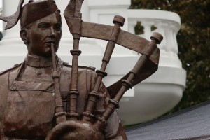 The rain drenched bronze statue of Piper J.C. Richardson VC, Cgilliwack, BC, October 8, 2016. (P. Ferguson image 2016)