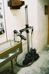 The X-ray machine at the Malta National War Museum. (P. Ferguson image, April 2005)